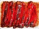 Рецепта Лесни пълнени червени чушки (пиперки) с телешка кайма, ориз, лук и моркови, печени на фурна